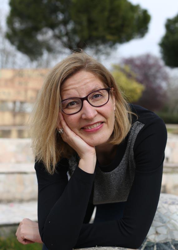 Primer plano de Almudena de Andrés, profesora certificada de Mindfulness.
